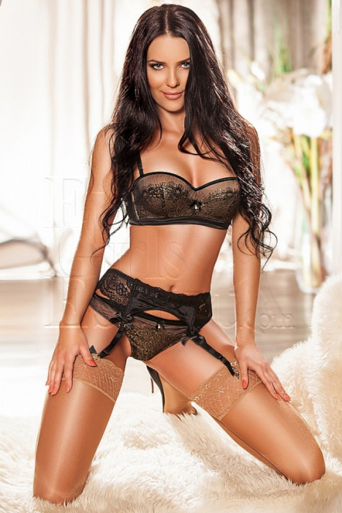 Carmen - top escort in Prague