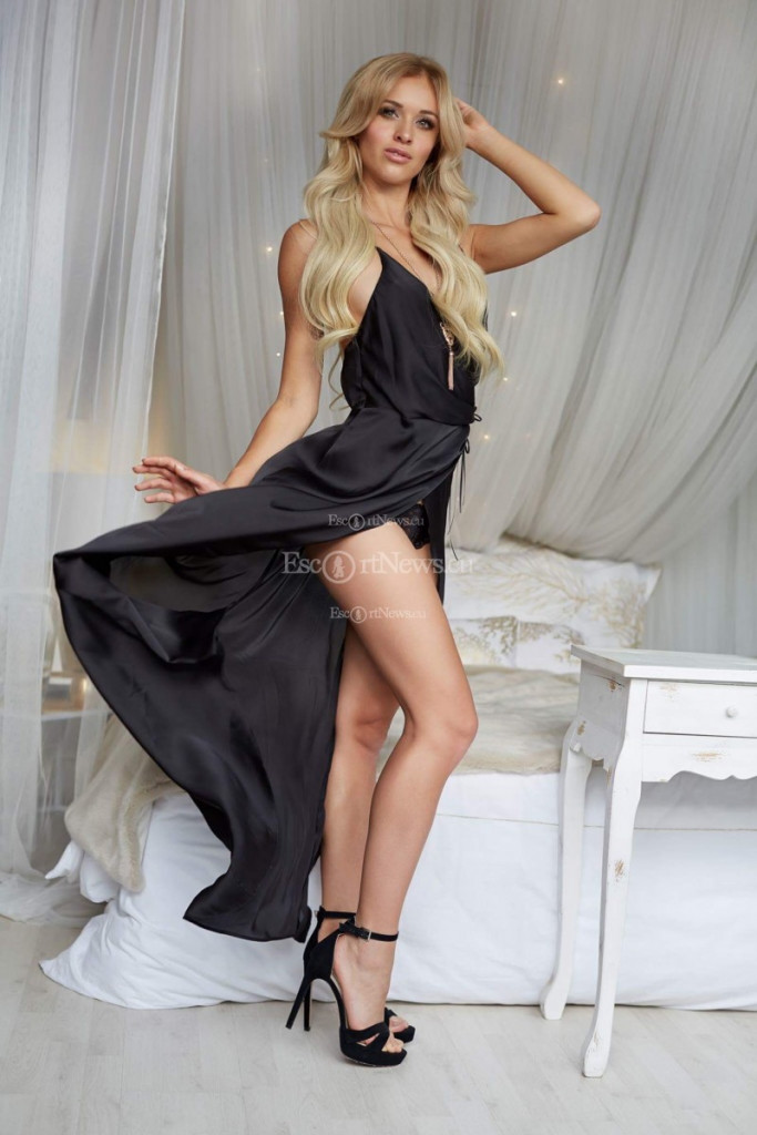 Nella - top escort in Prague